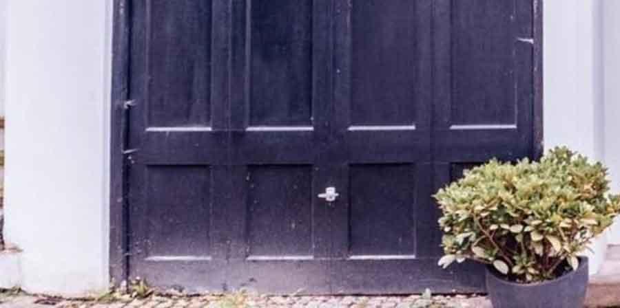 When to Replace a Garage Door